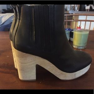 Madewell Black leather Platform booties / boots